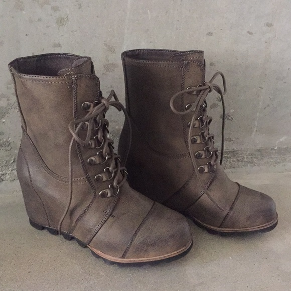 dd1e5c9568c Sorel Wedge Boot look-alike from Target. M 5a9983822ae12f9bcd5d9c53
